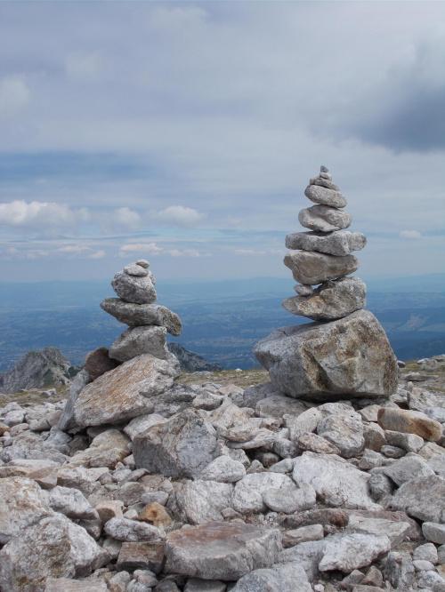 Kamienne kopczyki na Małołączniaku