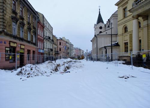 zima zimą,a w Lublinie Krakowskie Przedmieście rozkopane i trwają prace przy budowie.....he,he metra:)))