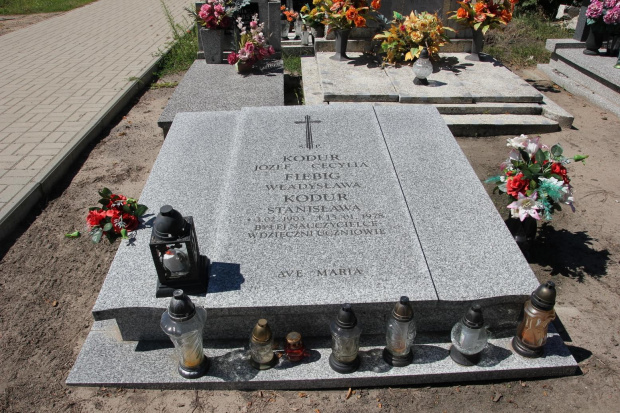 Grób nauczycielki Stanisławy Kodur na cm. w Grodziszczku
