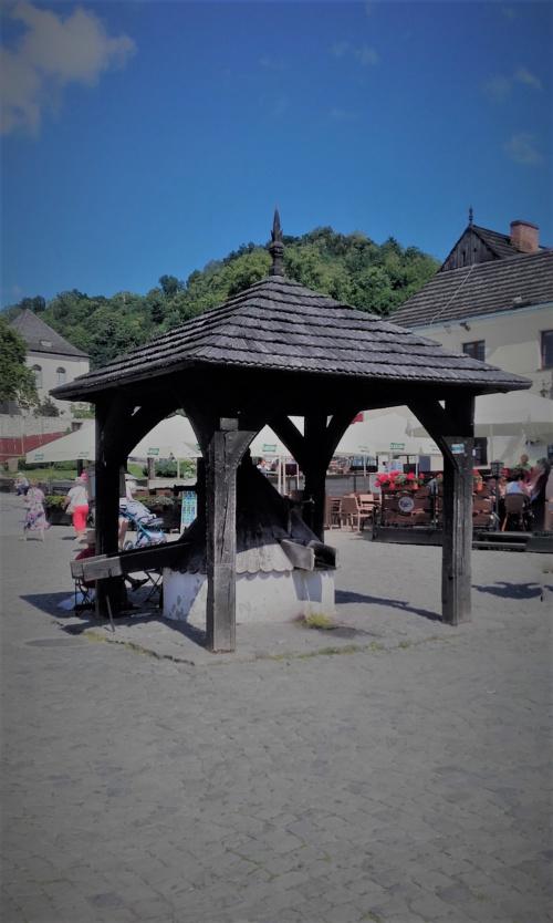 w Kazimierzu Dolnym studnia