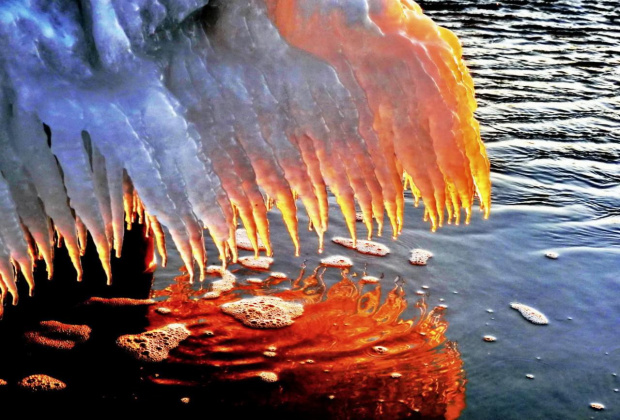 Kolorowy, słoneczny lód