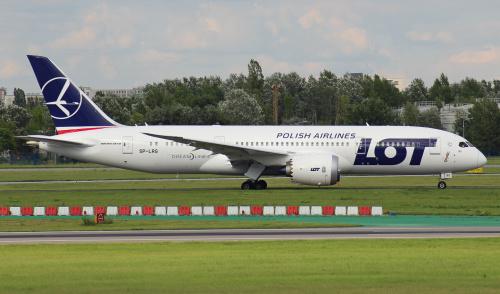 Jeden z najnowszych Dreamlinerów ze znakiem Polski Walczącej na przodzie