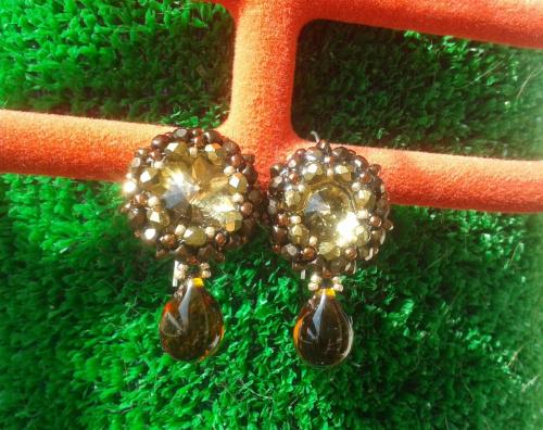 kolczyki z kryształkami