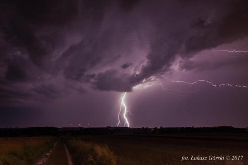 Nadciąga burza ... #burza #Chojnice #błyskawica #wyładowania #atmosferyczne