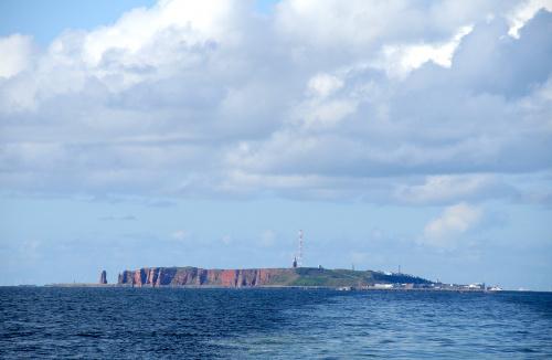 wyspa Helgoland widziana ze statku #morze #polnocne #wyspa #Helgoland #alicjaszrednicka