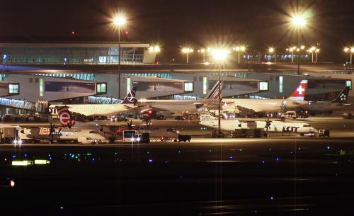 Lotnisko Chopina w nocnej odsłonie