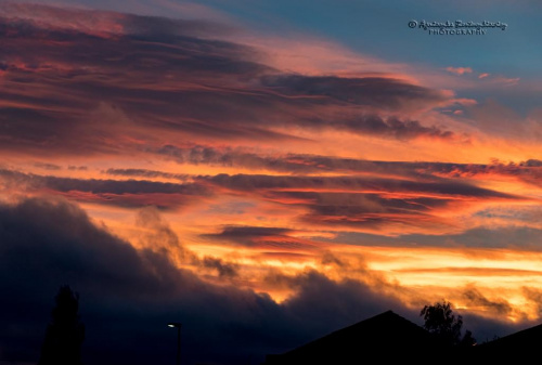 płomienne pazdziernikowe niebo