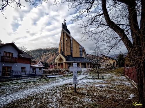 kościół św.apostołów Piotra i Pawła w Szczyrku